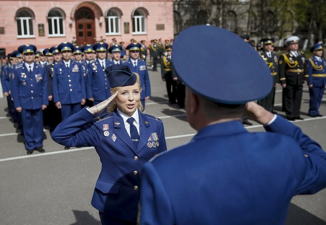 Ukrainian Air Force officers take part a graduation ceremony at the National University of Defence of Ukraine in Kiev April 24, 2015. (Photo by Gleb Garanich/Reuters)