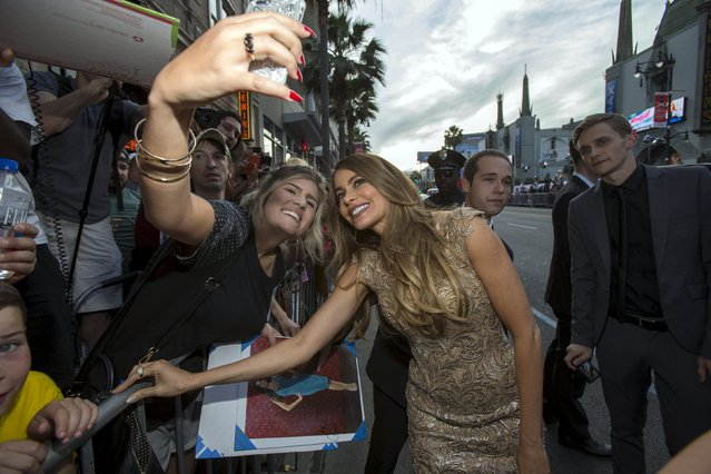 """Cast member Sofia Vergara poses with a fan at the premiere of """"Hot Pursuit"""" in Hollywood, California April 30, 2015. (Photo by Mario Anzuoni/Reuters)"""