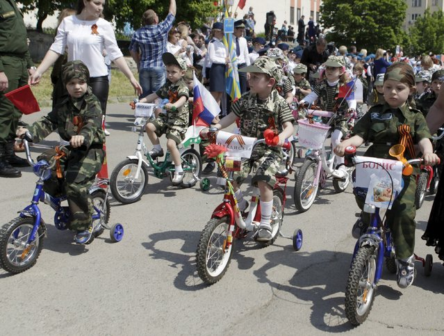 Children ride bicycles during the so-called parade of children's troops in Rostov-on-Don, southern Russia, May 14, 2015. (Photo by Eduard Korniyenko/Reuters)