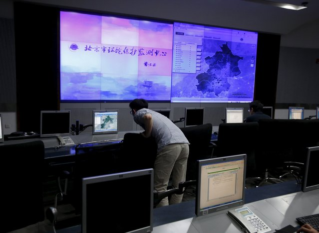 A staff member of the Beijing Municipal Environmental Protection Monitoring Center works at its monitoring room of the air quality forecast and warning center in Beijing, China, May 21, 2015. (Photo by Kim Kyung-Hoon/Reuters)