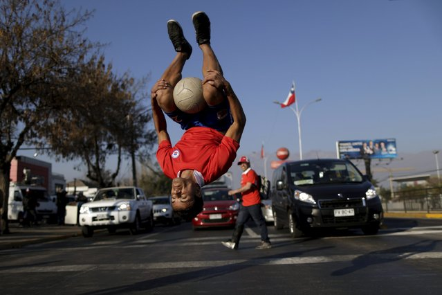 Colombian athlete David Doncel performs with the ball during a freestyle football show before the Copa America semi-final soccer match between Chile and Peru at the National Stadium in Santiago, Chile June 29, 2015. (Photo by Ueslei Marcelino/Reuters)
