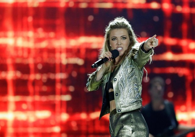 Singer Rachel Platten performs during the closing ceremony at the Invictus Games, Thursday, May 12, 2016, in Kissimmee, Fla. (Photo by John Raoux/AP Photo)