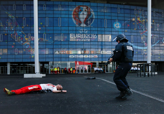French Police forces take part in a mock attack drill outside the Grand Stade stadium (aka Parc Olympique Lyonnais or the Stade des Lumieres) in Decines, near Lyon, France, in preparation of security measures for the UEFA 2016 European Championship May 30, 2016. (Photo by Robert Pratta/Reuters)