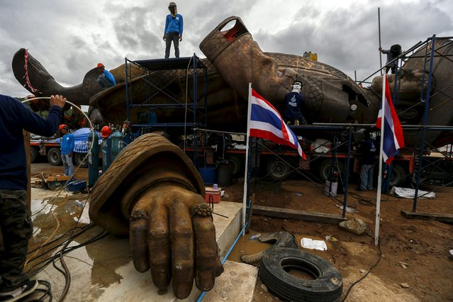 Labourers work on giant bronze statue of former King Rama I at Ratchapakdi Park in Hua Hin, Prachuap Khiri Khan province, Thailand, August 4, 2015. (Photo by Athit Perawongmetha/Reuters)