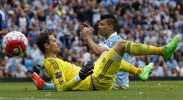 Football, Manchester City vs Chelsea, Barclays Premier League, Etihad Stadium on August 16, 2015: Chelsea's Asmir Begovic looks on as Manchester City's Sergio Aguero shoots wide. (Photo by Carl Recine/Reuters/Action Images)