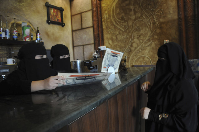 Veiled women work at a coffee shop in Tabuk, November 30, 2013. (Photo by Mohamed Alhwaity/Reuters)