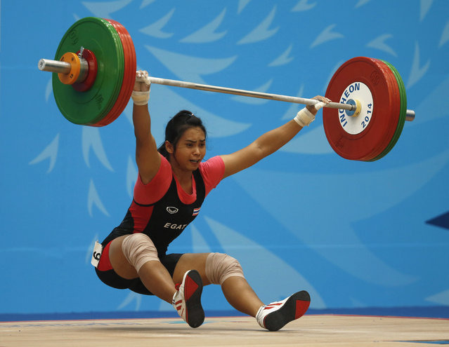 Thailand's Gulnoi Rattikan fails a 98kg lift as she competes in the women's 58kg snatch weightlifting competition at the Moonlight Festival Garden during the 17th Asian Games in Incheon September 22, 2014. (Photo by Jason Reed/Reuters)