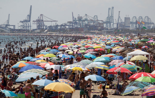 People enjoy the beach in Valencia, Spain  August 14, 2016. (Photo by Heino Kalis/Reuters)