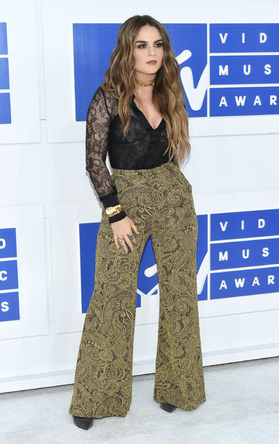 JoJo arrives at the MTV Video Music Awards at Madison Square Garden on Sunday, August 28, 2016, in New York. (Photo by Evan Agostini/Invision/AP Photo)