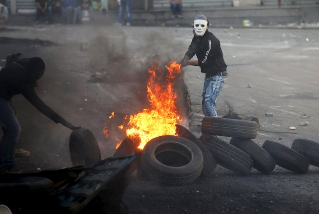 Palestinians clash with  Israeli border police during clashes at a checkpoint between Shuafat refugee camp and Jerusalem October 9, 2015. (Photo by Ammar Awad/Reuters)
