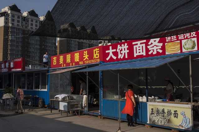 Food stalls and markets open for business near a residential complex in Yanjiao, a rapidly expanding satellite city of over 700,000 people, outside Beijing, on May 21, 2016. (Photo by Michael Robinson Chavez/The Washington Post)