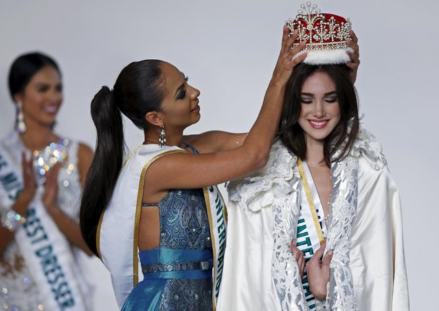 Edymar Martinez (R) representing Venezuela is awarded the crown by Miss International 2014 Valerie Hernandez Matias (C) representing Puerto Rico after winning the 55th Miss International Beauty title during the 55th Miss International Beauty Pageant in Tokyo, Japan, November 5, 2015. (Photo by Toru Hanai/Reuters)