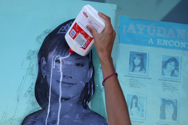 A woman pours glue on a photograph of missing woman Nancy Navarro as it is placed on a window of the Special Prosecutor for Women Victims of Crime Gender office, during a demonstration in Ciudad Juarez, Mexico, November 6, 2015. Mothers of femicide victims and missing women staged a protest to mark the 14th anniversary of the discovery of the bodies of eight women killed in a cotton field, local media reported. (Photo by Jose Luis Gonzalez/Reuters)