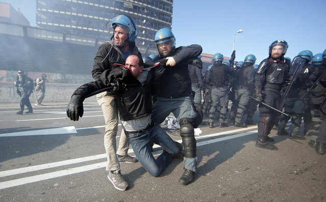 Leftist demonstrators and Italian riot police clash prior to a planned rally organized by the right-wing, anti-immigrant 'Northern League' party in Bologna, Italy, 08 November 2015. Railway traffic in Bologna was sabotaged early 08 November, authorities said, hours before the northern Italian city and traditional left-wing bastion was due to host a rally by the far-right Northern League party. (Photo by Giorgio Benvenuti/EPA)
