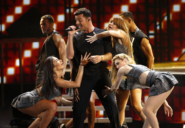 "Ricky Martin perfoms ""La Mordidita"" during the Latin Recording Academy Person of the Year gala honoring Brazilian singer Roberto Carlos in Las Vegas, Nevada November 18, 2015. (Photo by Mario Anzuoni/Reuters)"
