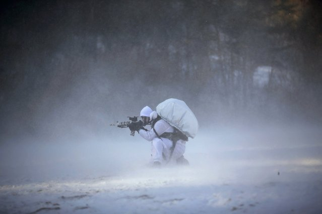 A member of the South Korean Special Warfare Forces takes his position during a winter exercise in Pyeongchang January 8, 2015. (Photo by Kim Hong-Ji/Reuters)