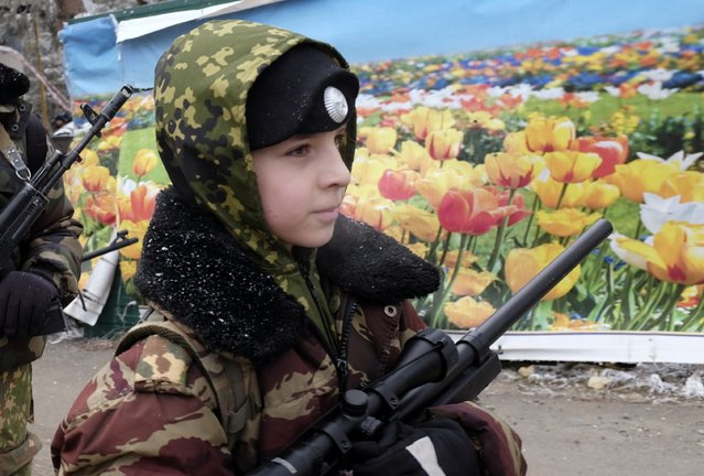 Student from the General Yermolov Cadet School march during a field exercise in the south Russian city of Stavropol January 25, 2015. (Photo by Eduard Korniyenko/Reuters)