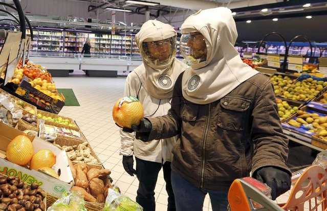 French twns Vincent (R) and Thomas Seris buy fruits while shopping in a commercial centre in Bordeaux, November 12, 2014. (Photo by Regis Duvignau/Reuters)