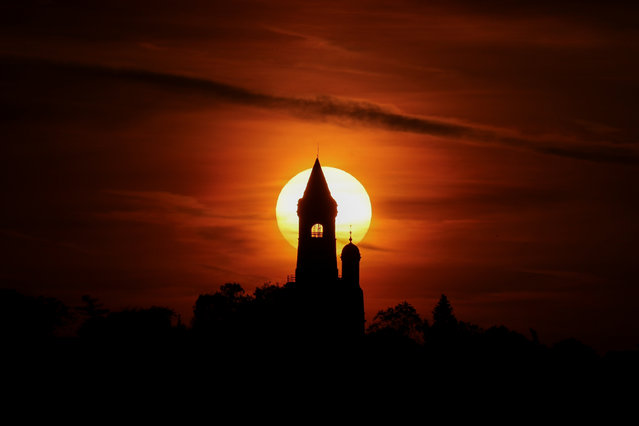 The sun sets behind the Gardos tower in the old town of Zemun, Belgrade, Serbia on August 15, 2018. (Photo by Marko Djurica/Reuters)