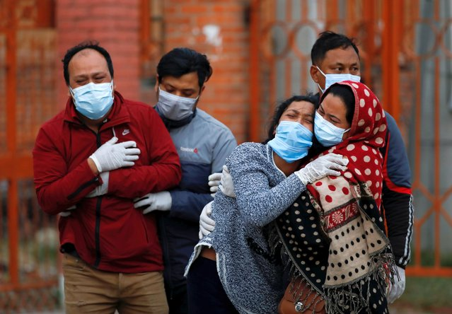 Family members mourn a coronavirus disease (COVID-19) victim as the country recorded the highest daily increase in death since the pandemic began, in Kathmandu, Nepal on May 3, 2021. (Photo by Navesh Chitrakar/Reuters)