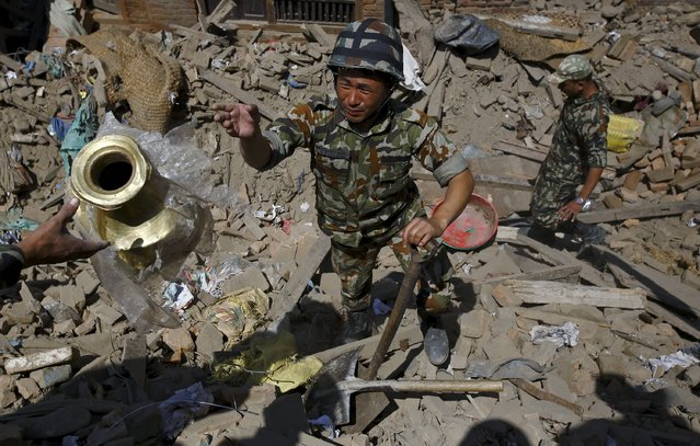 Nepalese army personnel recover goods from a collapsed house after Saturday's earthquake in Bhaktapur, Nepal April 27, 2015. (Photo by Navesh Chitrakar/Reuters)