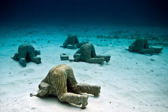 """The banker"". Underwater Sculpture, Museo Subacuático de Arte, Cancun. (Photo by Jason deCaires Taylor/UnderwaterSculpture)"