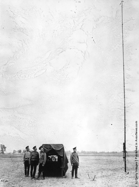1914: Russian soldiers outside a marconi wireless station
