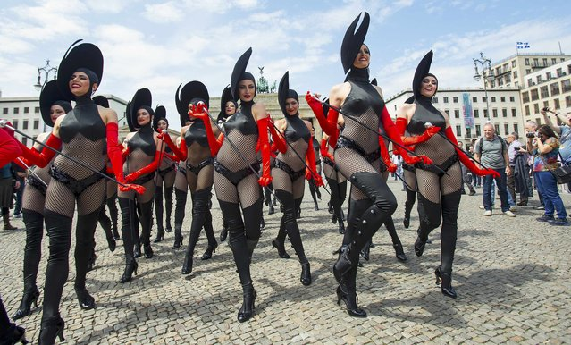"Dancers of the Friedrichstadt-Palast from the show ""THE WYLD"" pose during a promotional photocall in front of the Brandenburg Gate in Berlin, Germany, June 25, 2015. (Photo by Hannibal Hanschke/Reuters)"