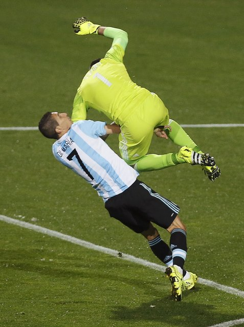 Argentina's Angel Di Maria and Colombia's goalie David Ospina (top) crash into each other during their Copa America 2015 quarter-finals soccer match at Estadio Sausalito in Vina del Mar, Chile, June 26, 2015. (Photo by Rodrigo Garrido/Reuters)