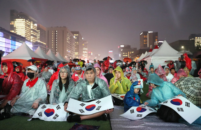 People watch the match between South Korea and Argentina on a large screen in Gwanghwamun Plaza, downtown Seoul, South Korea, 23 May 2017 (issued 24 May 2017). South Korea beat Argentina in their group stage match of the FIFA U-20 World Cup at Jeonju World Cup Stadium in Jeonju, North Jeolla Province. (Photo by EPA/Yonhap)