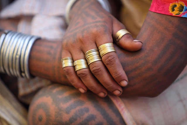Once applied, the designs are washed using warm water and cow dung. Herbs are applied to promote faster healing. (Photo by Ronny Sen/WaterAid/The Guardian)