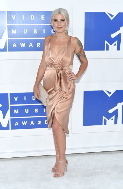 Carly Aquilino arrives at the MTV Video Music Awards at Madison Square Garden on Sunday, August 28, 2016, in New York. (Photo by Evan Agostini/Invision/AP Photo)