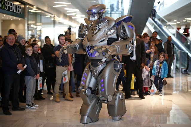 Titan, the robot created by Cyberstein Robots Ltd., performs during a promotional event at the Qwartz shopping centre in Villeneuve-la-Garenne, near Paris, France, October 30, 2015. (Photo by Benoit Tessier/Reuters)