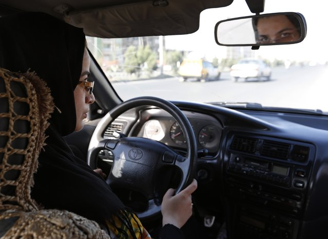 Tahmina drives during a practical driving lesson in Kabul September 4, 2014. (Photo by Mohammad Ismail/Reuters)