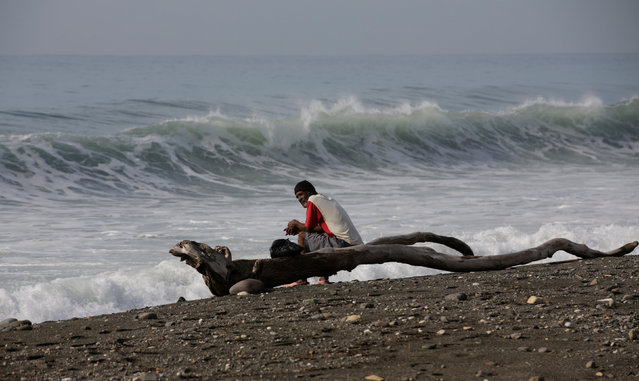 A man looks out at the sea as hurricane Matthew approaches in Kingston, Jamaica October 2, 2016. (Photo by Henry Romero/Reuters)