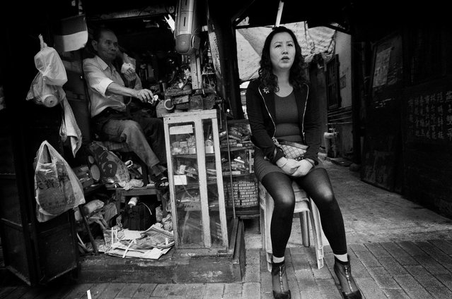 Daily Life in Hong Kong. (Photo by Jerry Lee)