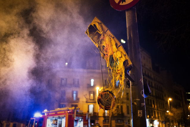 A damaged traffic light, following clashes between demonstrators and police after a protest condemning the arrest of rap singer Pablo Hasél in Barcelona, Spain, Thursday, February 18, 2021. (Photo by Emilio Morenatti/AP Photo)