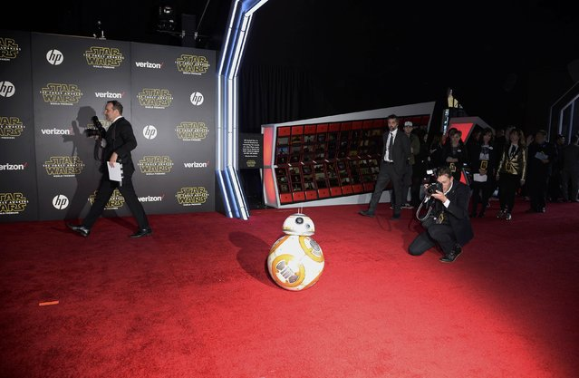 "Droid BB-8 arrives at the world premiere of the film ""Star Wars: The Force Awakens"" in Hollywood, California, December 14, 2015. (Photo by Kevork Djansezian/Reuters)"