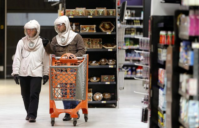 French twin Vincent Seris (R) pushes a caddy through the aisle while shopping with his brother Thomas in a commercial centre in Bordeaux, November 12, 2014. (Photo by Regis Duvignau/Reuters)