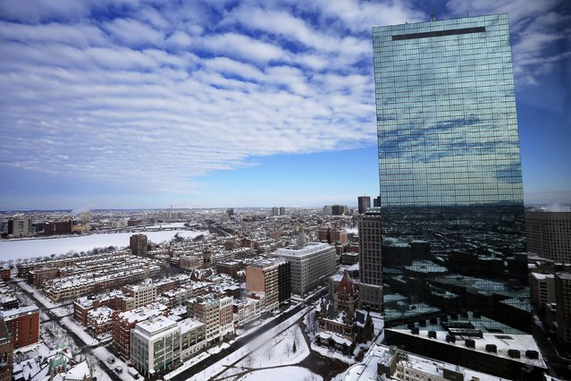 Snow covers roofs, streets and the Charles River following a winter blizzard in Boston, Massachusetts January 28, 2015. A powerful blizzard struck Boston and surrounding New England on Tuesday, leaving some 4.5 million people grappling with as much as three feet of snow and coastal flooding. (Photo by Brian Snyder/Reuters)
