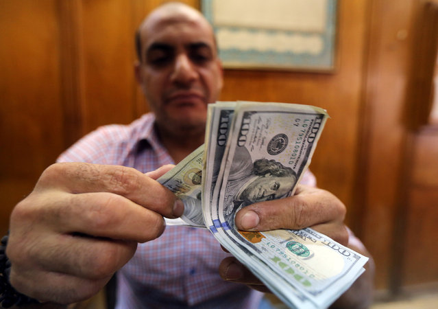 An employee counts money in a foreign exchange office in central Cairo, Egypt, November 3, 2016. (Photo by Mohamed Abd El Ghany/Reuters)