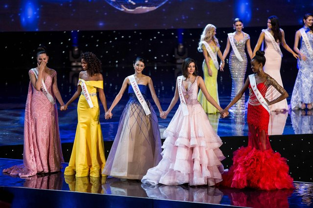 (L-R): Finalists Miss Philippines Catriona Elisa Gray; Miss Dominican Republic Yaritza Miguelina Reyes Ramirez; Miss Indonesia Natasha Mannuela; Miss Puerto Rico Stephanie Del Valle; and Miss Kenya Evelyn Njambi Thungu are pictured on stage during the Grand Final of the Miss World 2016 pageant at the MGM National Harbor December 18, 2016 in Oxon Hill, Maryland. (Photo by Zach Gibson/AFP Photo)