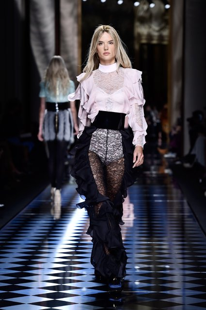 Alessandra Ambrosio walks the runway during the Balmain show as part of the Paris Fashion Week Womenswear Fall/Winter 2016/2017 on March 3, 2016 in Paris, France. (Photo by Pascal Le Segretain/Getty Images)