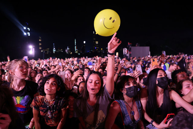 Fans enjoy the 2021 Global Citizen Live concert at Central Park in New York, U.S., September 25, 2021. (Photo by Caitlin Ochs/Reuters)