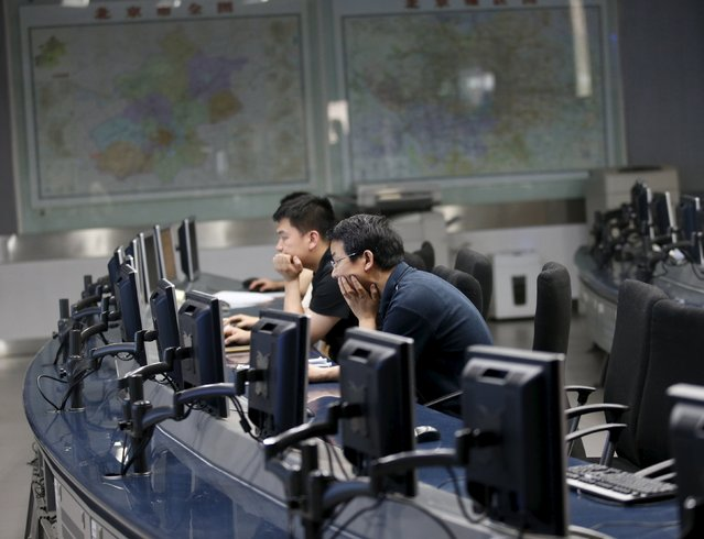 Staff members of the Beijing Municipal Environmental Protection Monitoring Center work in a monitoring room of the air quality forecast and warning center in Beijing, China, May 21, 2015. (Photo by Kim Kyung-Hoon/Reuters)