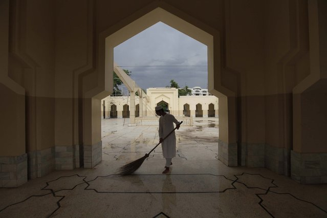 A boy cleans a Mosque ahead of the Muslims holy fasting month of Ramadan in Peshawar, Pakistan, 05 June 2016. (Photo by Arshad Arbab/EPA)