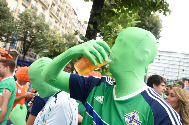 Northern Ireland fans drink beer on June 21, 2016 in Paris, ahead of the Euro 2016 football tournament match opposing Northern Ireland to Germany. (Photo by Dominique Faget/AFP Photo)