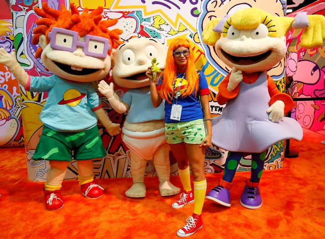 Attendee Stacy Hunter of Temecula poses with Rugrats characters while on the convention floor during opening day of Comic-Con International in San Diego, California, United States July 21, 2016. (Photo by Mike Blake/Reuters)