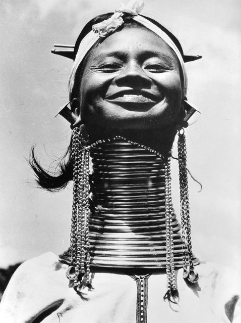 A Padaung, or Kayan woman. Originally a Mongolian tribe, the Padaung have been assimilated into the Karen group native to Mayanmar (Burma), circa 1950. (Photo by Three Lions)