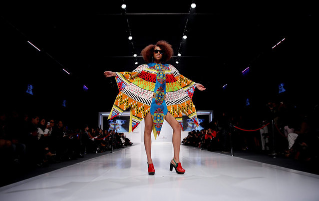 """A model presents a creation by Colombian designer Lia Samantha during the """"Somos Color"""" fashion show in Bogota, Colombia, 02 September 2015. (Photo by Leonardo Munoz/EPA)"""